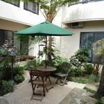 那覇市首里 T氏邸 中庭は南国風の庭園