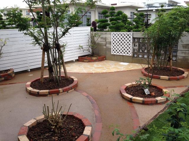 レンガ円形花壇
